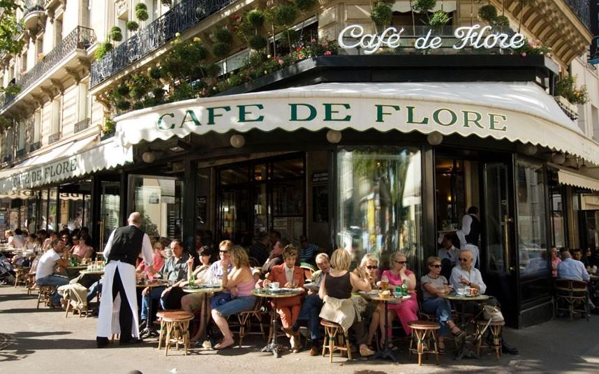 Francia nagyvárosban kávézó képe